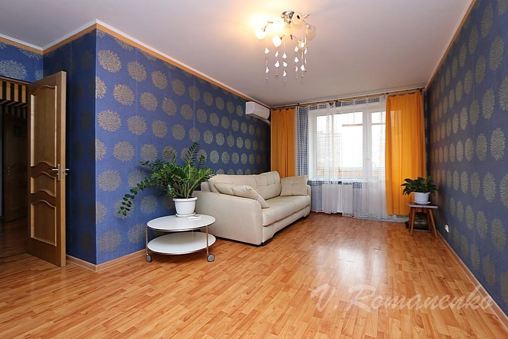 эффектной брюнетки вторичное жилье квартиры с фото москва сашей познакомились